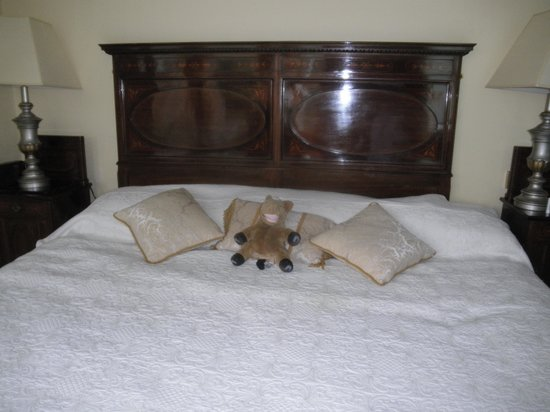 Seaview House Hotel : Our bed with my stuffed animal looking very happy