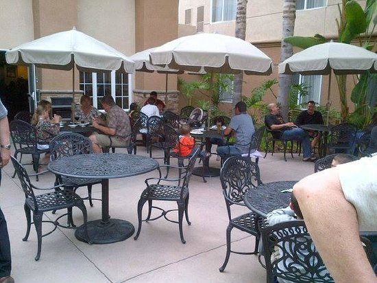 Homewood Suites by Hilton San Diego-Del Mar: Burger and hot dog night 3