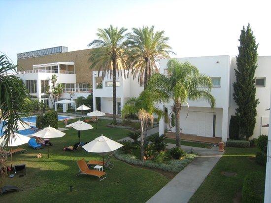 CalaMijas Hotel: Hay dos piso de altura, algunas habitaciones con una gran terraza
