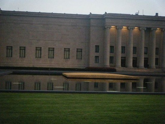 Tree sculpture picture of nelson atkins museum art