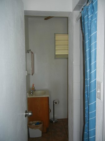 Estancia de Manzanares Guest Rooms : Bathroom