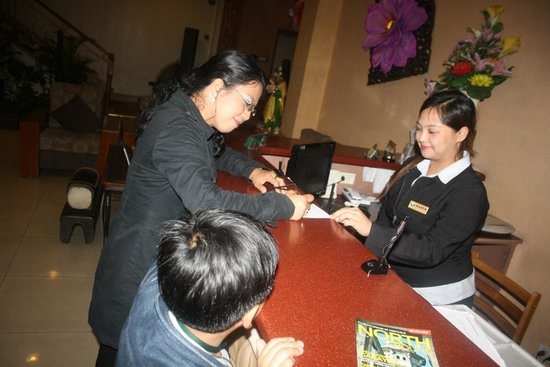 Holiday Park Hotel: Front Office