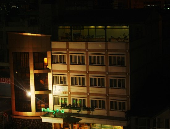Holiday Park Hotel: The Hotel by night