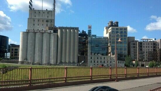 The Fit Tourist: The old grain mills which made Mpls.,Mn the milling capital of the world.Mpls.has preserved thes