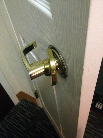Wingate by Wyndham Chattanooga : Minor doorknob issue
