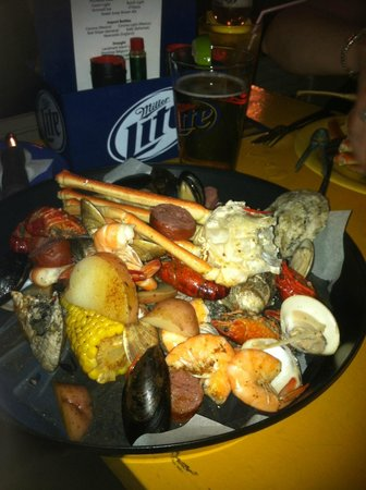 Castaways Raw Bar and Grill: Low Country Boil dish (can't remember the exact name now)