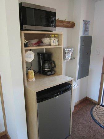 Rimrock Lake Resort: Small kitchenette