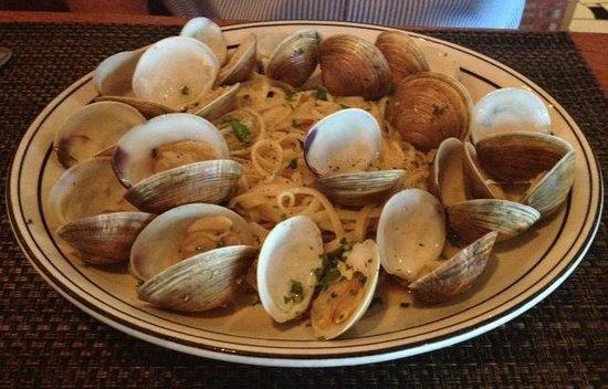 Cesare's At The Beach : Linguini & clams