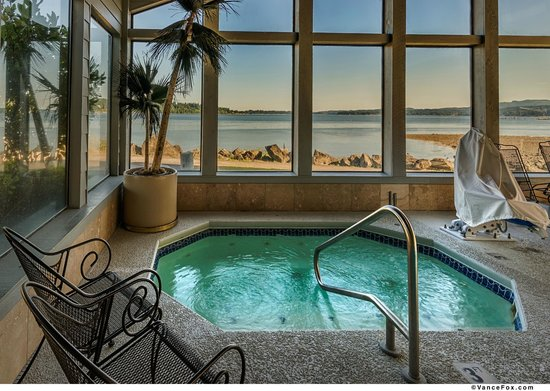 BEST WESTERN PLUS Silverdale Beach Hotel: Hot Tub