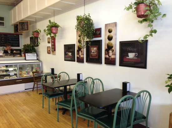 Huckleberry's Espresso & Ice Cream: Store interior