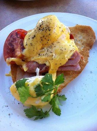 Spice of Life Cafe & Deli : eggs benedict