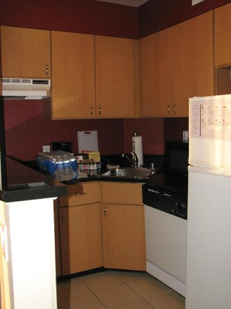 Residence Inn Bethesda Downtown: Kitchen in a one-bedroom