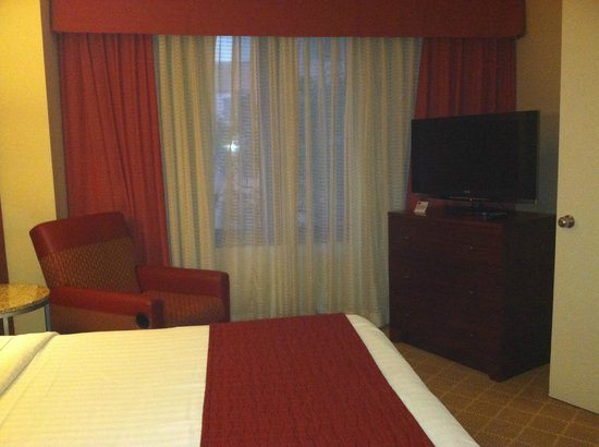 Residence Inn Bethesda Downtown: In a one-bedroom