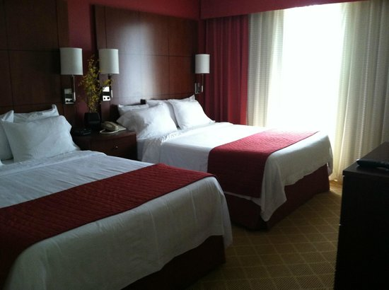 Residence Inn Bethesda Downtown: Bedroom in a one-bedroom