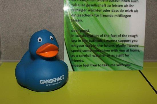 arthotel Blaue Gans: Free rubber duck (goose?) in the bathroom!