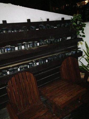 Koh Tao Regal Resort: botellas de plástico en la terraza de la habitación