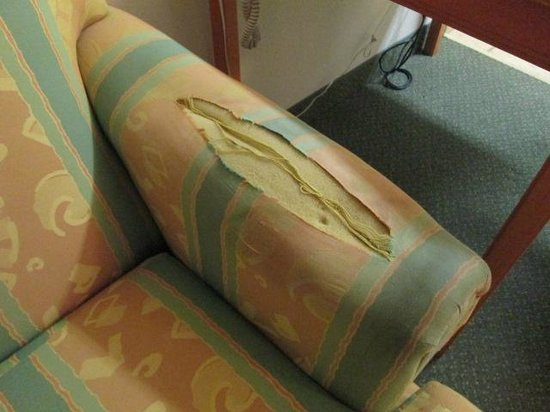 Hawthorn Suites by Wyndham Aransas Pass: Condition of sofa upon check in to our room