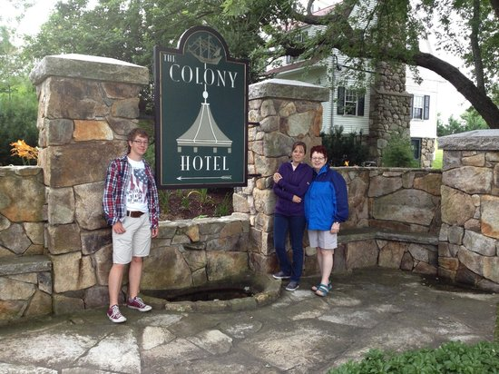 Colony Hotel: The entrance