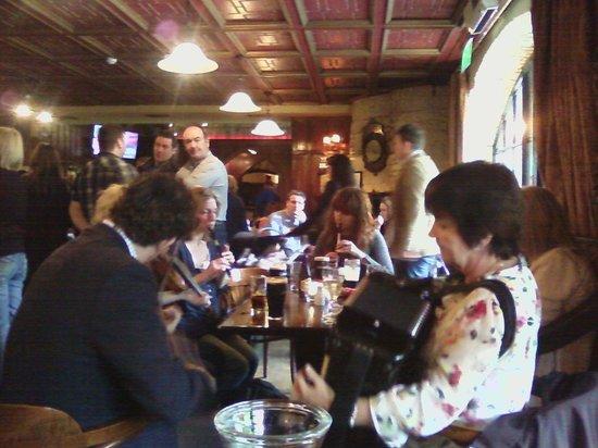 Dillons Bar & Restaurant: Music night at Dillon's