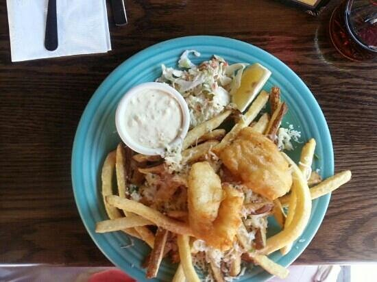 Ukiah Brewing Company & Restaurant: fish and chips with cheesy garlic fries