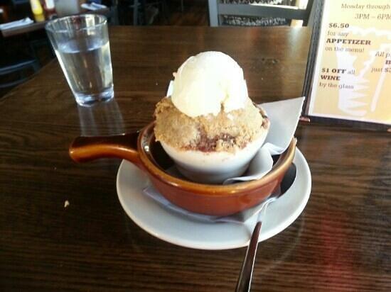 Ukiah Brewing Company & Restaurant: blackberry cobbler
