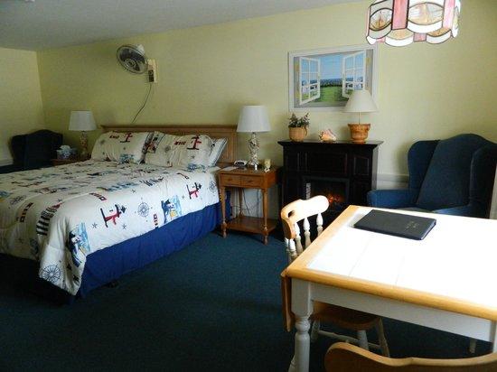 A Beach Breeze Inn: Bedroom