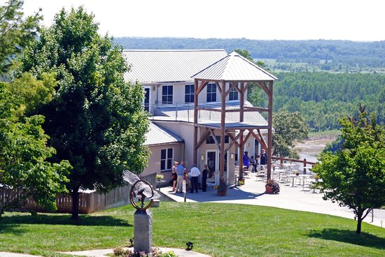 Les Bourgeois Winery and Bistro: View of the Bistro from the parking lot