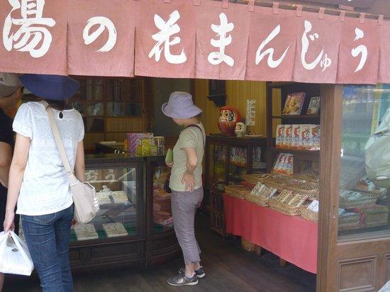 Ikaho Onsen : shops selling lot of Japanese dessert