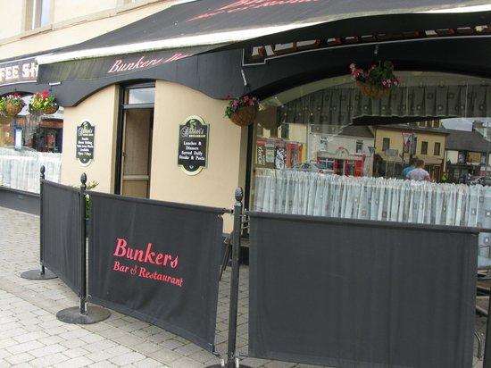 Bunker's : Bunkers Bar & Restaurant
