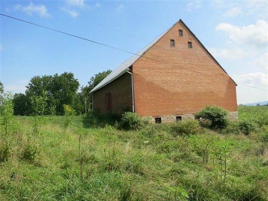 Smithfield Farm Bed and Breakfast: This may be the largest brick barn in the US