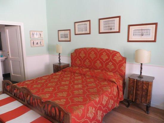 Relais Teatro Argentina : Spacious bed!
