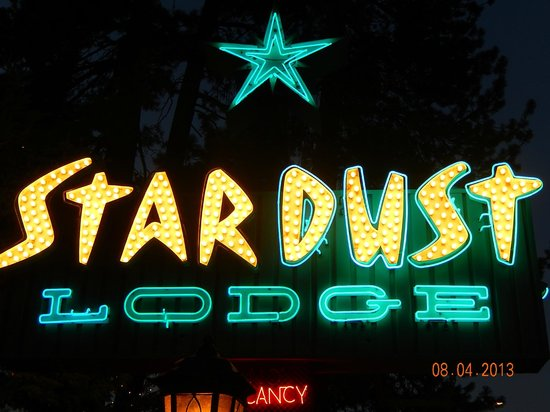 Stardust Lodge: Love this Stardust sign! It is what brought us here the first time.