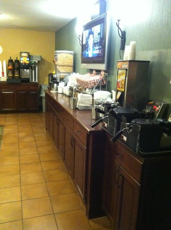 Super 8 Fairview Heights-ST. Louis: Breakfast Bar