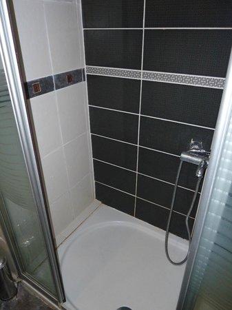 Old City Viva Hotel: Shower
