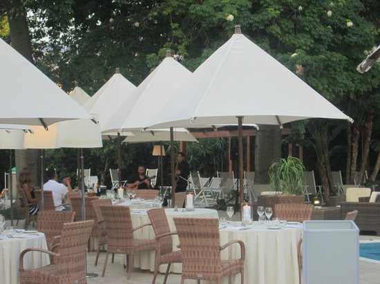Hotel Mediterraneo Sorrento: Set up for happy hours and dinner