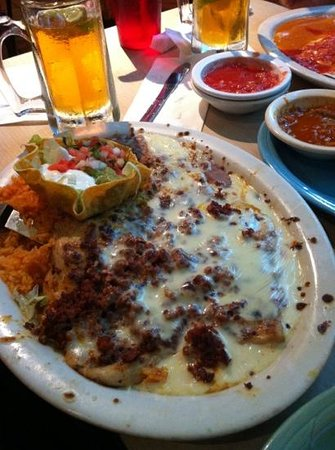 Dos Reales Mexican Restaurant: Pollo with chorizo and cheese!!!