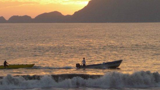 Manzanillo Bay: VOLVIENDO A CASA