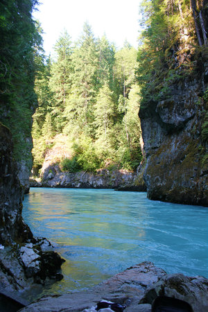 Vancouver Helicopter Tours - BC Helicopters : Pitt River Hot Springs
