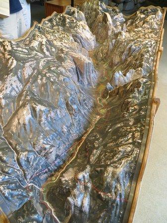 Valley Visitor Center: 3D model of yosemite valley inside the visitor center