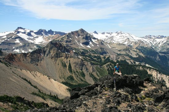 Crest Trail Lodge : View of Goat Rocks from the top of Bear Creek Mt