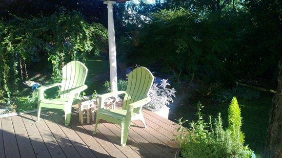 Martha's Vineyard West : Back patio overlooking the garden