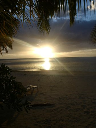 Paradise Cove Lodges: sunset