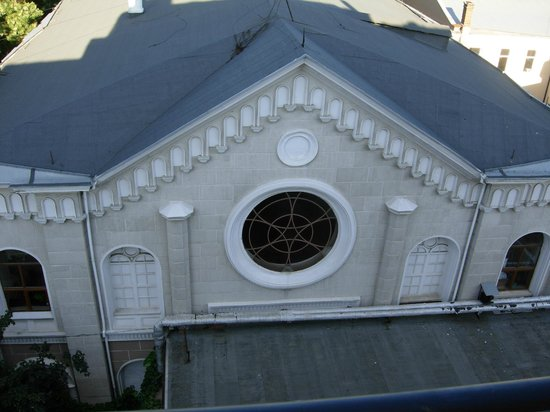 Boutique Hotel California: A view from a balcony to a synagogue