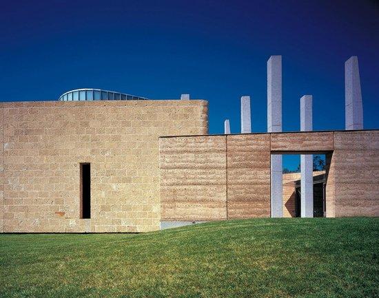 TarraWarra Museum of Art: view of the courtyard