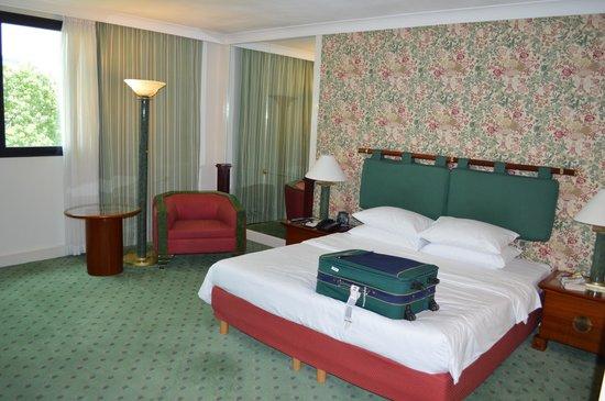 Hilton Hanoi Opera: Bedroom - large