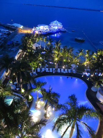 Moevenpick Hotel Mactan Island Cebu : The nighttime view of the pool and club/restaurant from our room :)