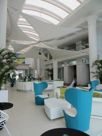 Movenpick Hotel Mactan Island Cebu : The fabulous lobby