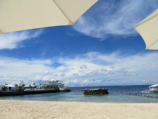 Movenpick Hotel Mactan Island Cebu : The beautiful private beach (again)