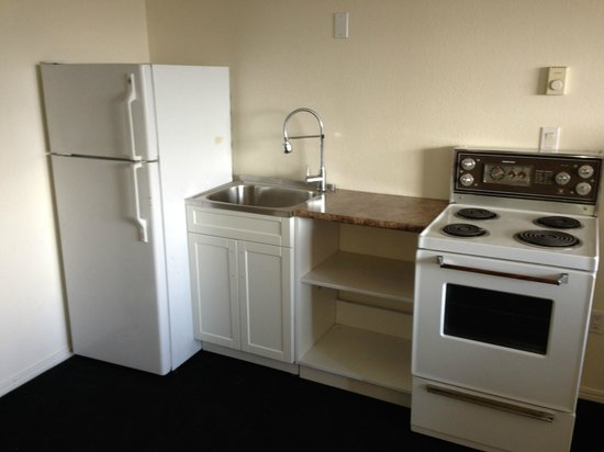 Hotel 760: EFFICIENCY KITCHEN IN LONG TERM STAY SUITE