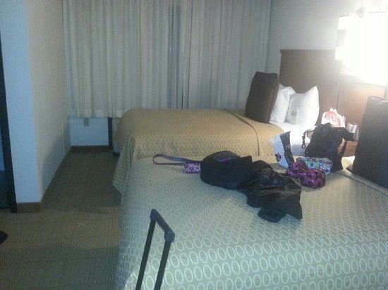 Hyatt Place Charlotte Airport/Lake Pointe: beds